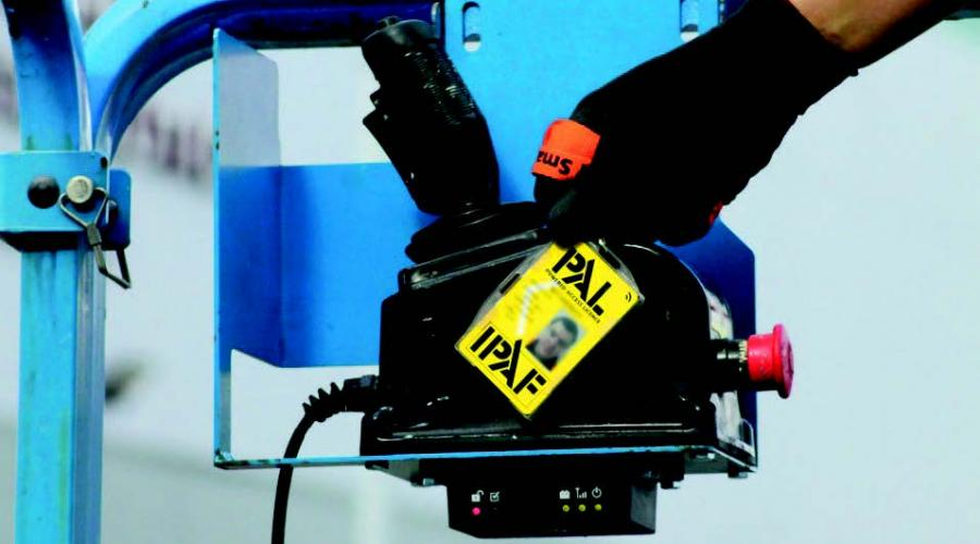 The IPAF Smart PAL Card on a machine scanner